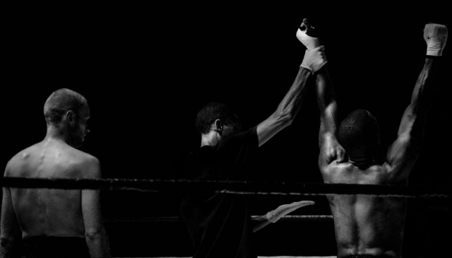 s_black-and-white-sport-fight-boxer